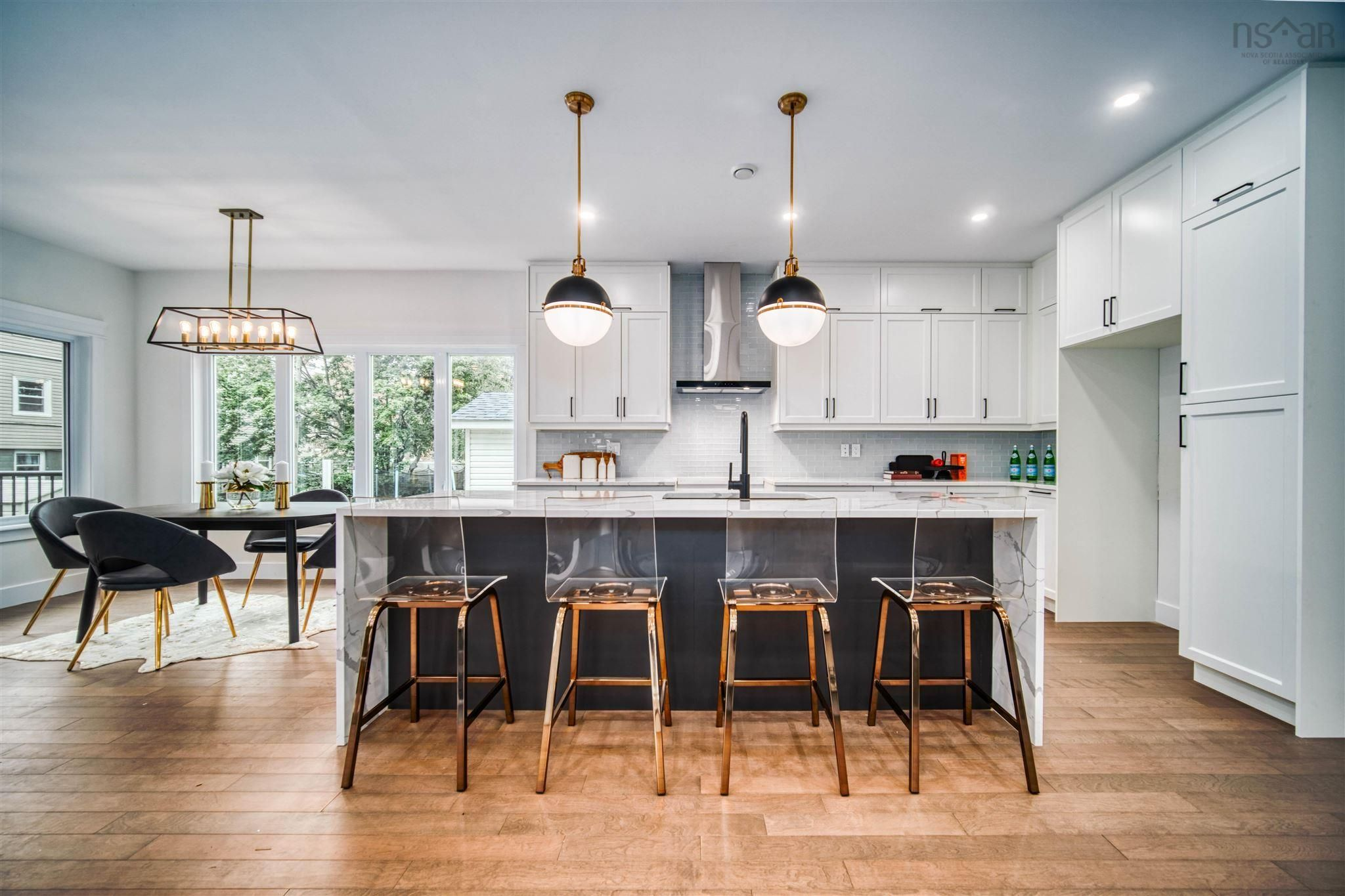 Main Photo: 6562 Roslyn Road in Halifax: 4-Halifax West Residential for sale (Halifax-Dartmouth)  : MLS®# 202123080