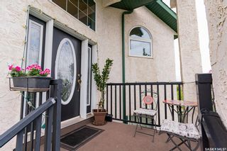Photo 3: 407 Greaves Crescent in Saskatoon: Willowgrove Residential for sale : MLS®# SK866908