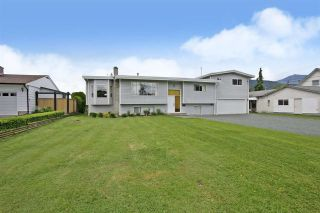 Photo 1: 10745 MCDONALD Road in Chilliwack: Fairfield Island House for sale : MLS®# R2586877