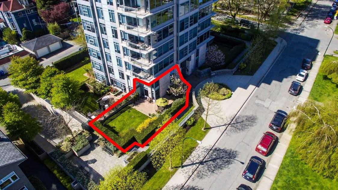"""Main Photo: 104 1088 W 14TH Avenue in Vancouver: Fairview VW Townhouse for sale in """"COCO"""" (Vancouver West)  : MLS®# R2259122"""
