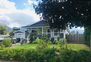 """Photo 1: 1061 EDGEWATER Crescent in Squamish: Northyards House for sale in """"EDGEWATER"""" : MLS®# R2618673"""