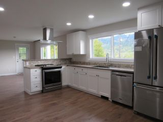 Photo 7: 950A 12TH AVENUE in Montrose: House for sale : MLS®# 2461481