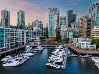 Photo 2: 1402 1000 BEACH AVENUE in Vancouver: Yaletown Condo for sale (Vancouver West)  : MLS®# R2619281