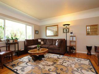 Photo 2: 919 Leslie Dr in VICTORIA: SE Quadra House for sale (Saanich East)  : MLS®# 678066