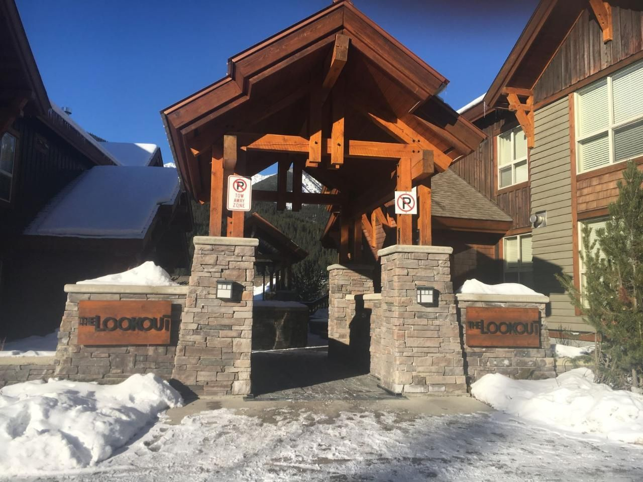 Main Photo: 113 A - 2049 SUMMIT DRIVE in Panorama: Condo for sale : MLS®# 2459424