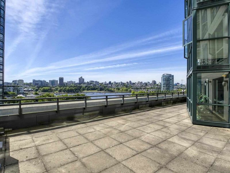 FEATURED LISTING: 705 - 289 DRAKE Street Vancouver