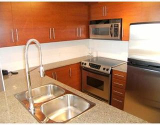 """Photo 2: 201 813 AGNES Street in New_Westminster: Downtown NW Condo for sale in """"The News"""" (New Westminster)  : MLS®# V764140"""