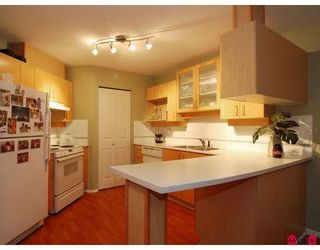 Photo 2: #312 19750 64th Ave in Langley: Condo for sale : MLS®# F2800657