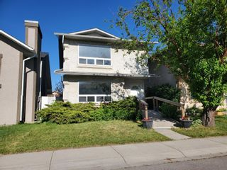 Photo 1: 39 Martinglen Way NE in Calgary: Martindale Detached for sale : MLS®# A1122060