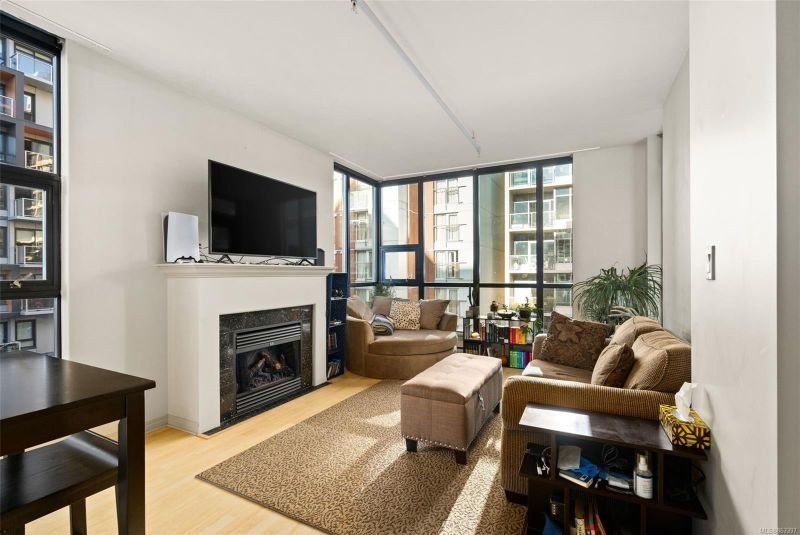 FEATURED LISTING: 409 - 860 View St