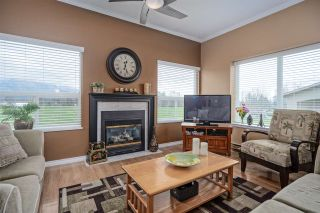"Photo 2: 406 45520 KNIGHT Road in Sardis: Sardis West Vedder Rd Condo for sale in ""Morningside"" : MLS®# R2439105"