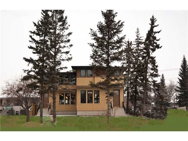 Main Photo: 2702 PARKDALE Boulevard NW in CALGARY: West Hillhurst Residential Attached for sale (Calgary)  : MLS®# C3569876
