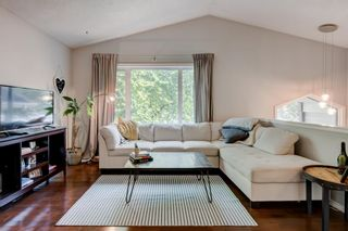 Main Photo: 1 1815 27 Avenue SW in Calgary: South Calgary Row/Townhouse for sale : MLS®# A1132198