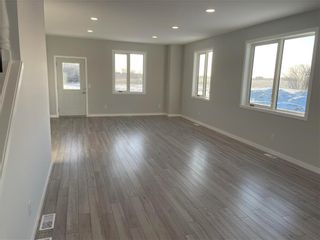 Photo 4: 57047 SYMINGTON Road in Winnipeg: RM of Springfield Residential for sale (2L)  : MLS®# 202112728