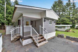 """Photo 3: 12 6280 KING GEORGE Boulevard in Surrey: Panorama Ridge Manufactured Home for sale in """"WHITE OAKS"""" : MLS®# R2583644"""