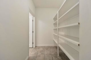 Photo 10: 1197 HOLLANDS Way in Edmonton: Zone 14 House for sale : MLS®# E4253634