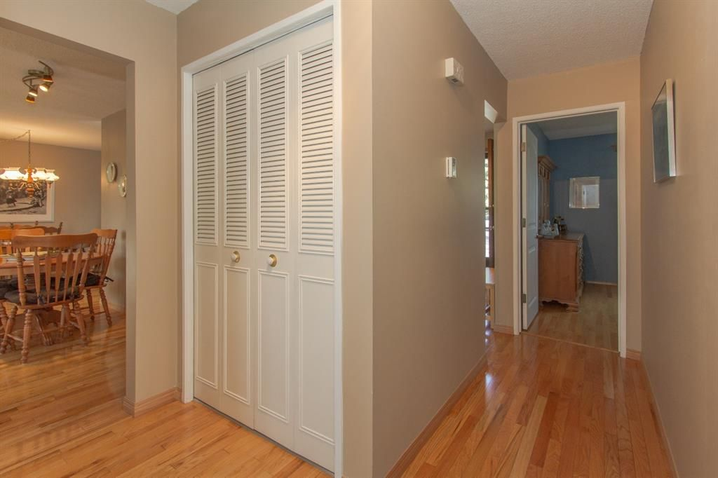 Photo 14: Photos: 1039 Hunterdale Place NW in Calgary: Huntington Hills Detached for sale : MLS®# A1144126