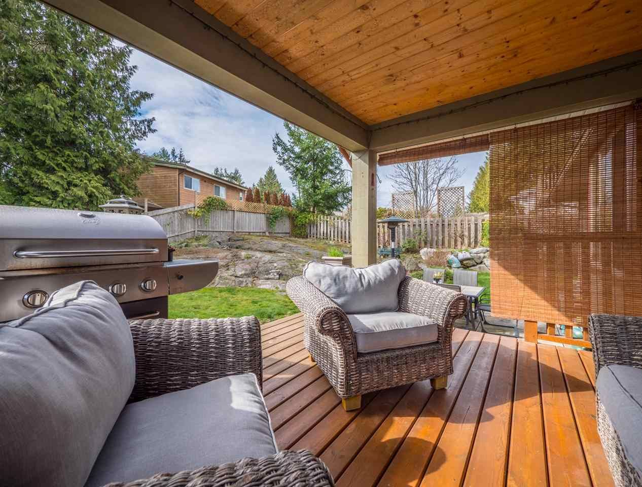 Photo 15: Photos: 6335 PICADILLY Place in Sechelt: Sechelt District House for sale (Sunshine Coast)  : MLS®# R2248834