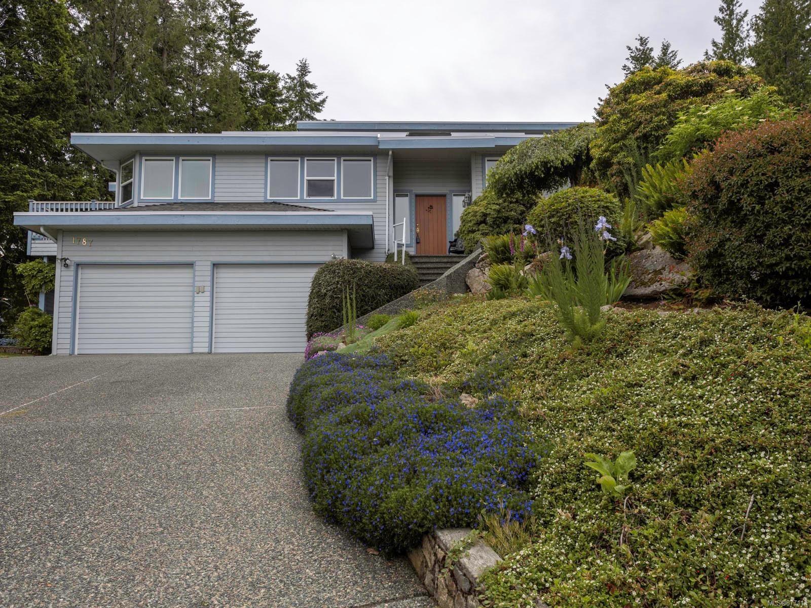 Main Photo: 1787 Fairfax Pl in : NS Dean Park House for sale (North Saanich)  : MLS®# 877114