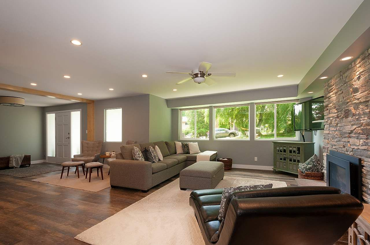Photo 4: Photos: 4360 NOTTINGHAM ROAD in North Vancouver: Lynn Valley House for sale : MLS®# R2394443