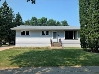 Photo 2: 16 Kirby Avenue East in Dauphin: R30 Residential for sale (R30 - Dauphin and Area)  : MLS®# 202118309