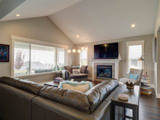 """Photo 4: 5533 PEREGRINE Crescent in Sechelt: Sechelt District House for sale in """"Silverstone Heights"""" (Sunshine Coast)  : MLS®# R2397737"""