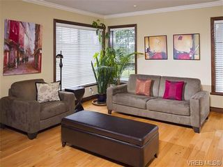 Photo 3: 803 Piermont Pl in VICTORIA: Vi Rockland House for sale (Victoria)  : MLS®# 654203