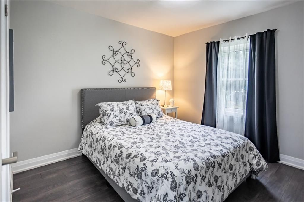 Photo 10: Photos: 2221 COURTLAND Drive in Burlington: Residential for sale : MLS®# H4084353