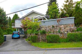 Main Photo: 300 W BALMORAL Road in North Vancouver: Upper Lonsdale House for sale : MLS®# R2586311