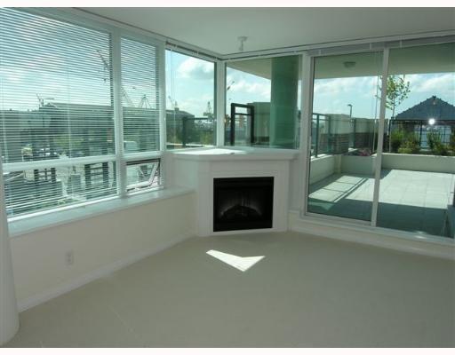 Photo 2: Photos: 201 138 E ESPLANADE Street in THE PIER: Home for sale : MLS®# V641613