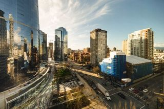 "Photo 13: 1004 989 NELSON Street in Vancouver: Downtown VW Condo for sale in ""THE ELECTRA"" (Vancouver West)  : MLS®# R2435336"