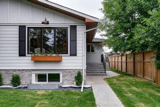 Photo 3: 1026 39 Avenue NW in Calgary: Cambrian Heights Semi Detached for sale : MLS®# A1127206