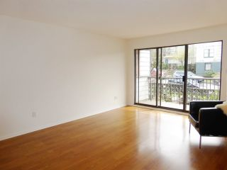 """Photo 4: 229 2033 TRIUMPH Street in Vancouver: Hastings Condo for sale in """"MCKENZIE HOUSE"""" (Vancouver East)  : MLS®# R2073311"""
