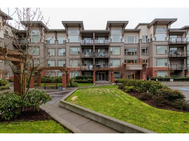 """Main Photo: 311 33538 MARSHALL Road in Abbotsford: Central Abbotsford Condo for sale in """"The Crossing"""" : MLS®# R2076891"""