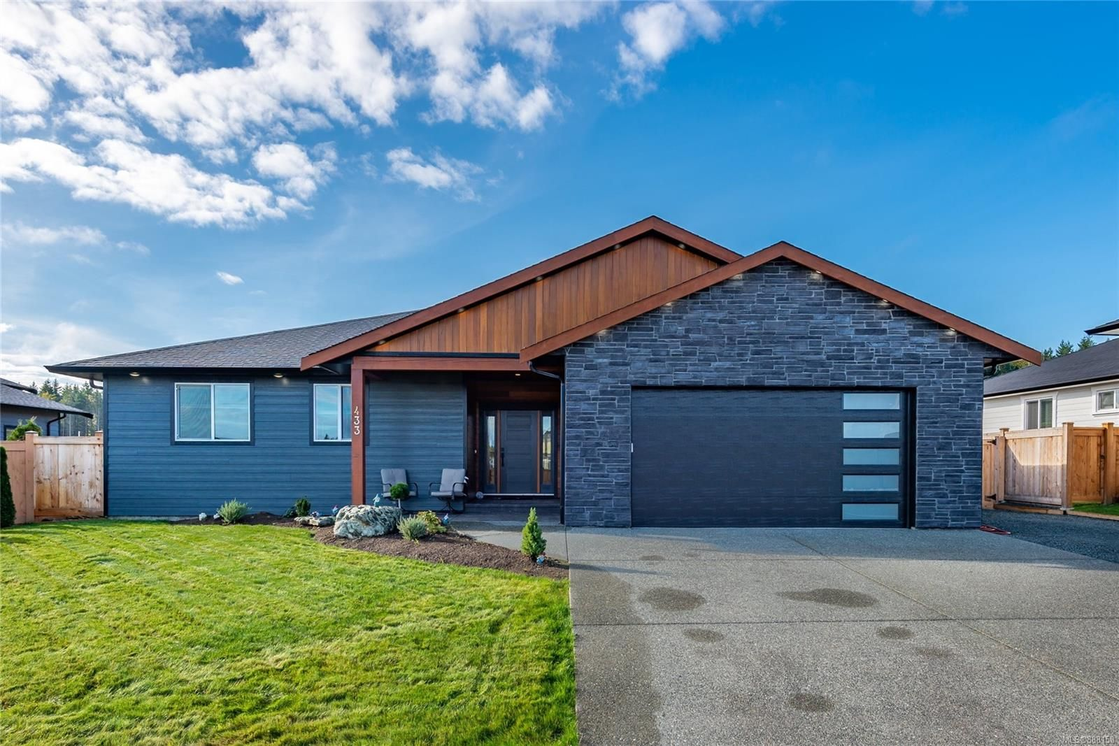Main Photo: 433 Arizona Dr in : CR Campbell River South House for sale (Campbell River)  : MLS®# 888158