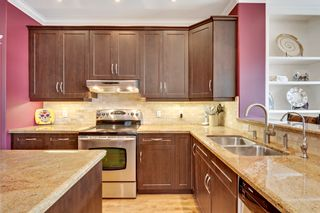 Photo 10: 640 54 Ave SW in Calgary: House for sale : MLS®# C4023546