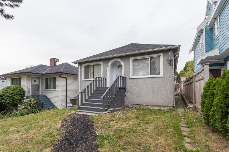 """Main Photo: 2731 DUKE Street in Vancouver: Collingwood VE House for sale in """"NORQUAY NEIGHNOURHOOD"""" (Vancouver East)  : MLS®# R2077238"""