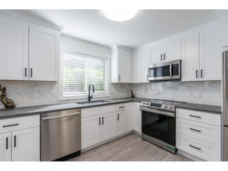 """Photo 4: 102 15440 VINE Avenue: White Rock Condo for sale in """"The Courtyards"""" (South Surrey White Rock)  : MLS®# R2520396"""