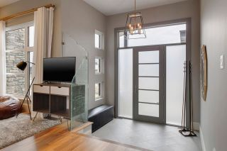 Photo 2: 907 WOOD Place in Edmonton: Zone 56 House for sale : MLS®# E4246651