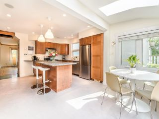 Photo 11: 1606 E 10TH Avenue in Vancouver: Grandview Woodland House for sale (Vancouver East)  : MLS®# R2579032