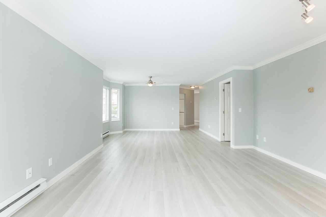 """Photo 9: Photos: 213 16031 82 Avenue in Surrey: Fleetwood Tynehead Townhouse for sale in """"SPRINGFIELD"""" : MLS®# R2450927"""