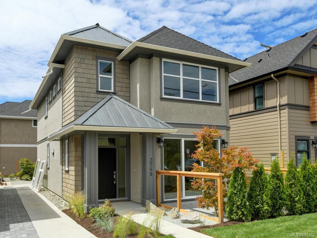 Main Photo: 2750 Gosworth Rd in Victoria: Vi Oaklands House for sale : MLS®# 842762