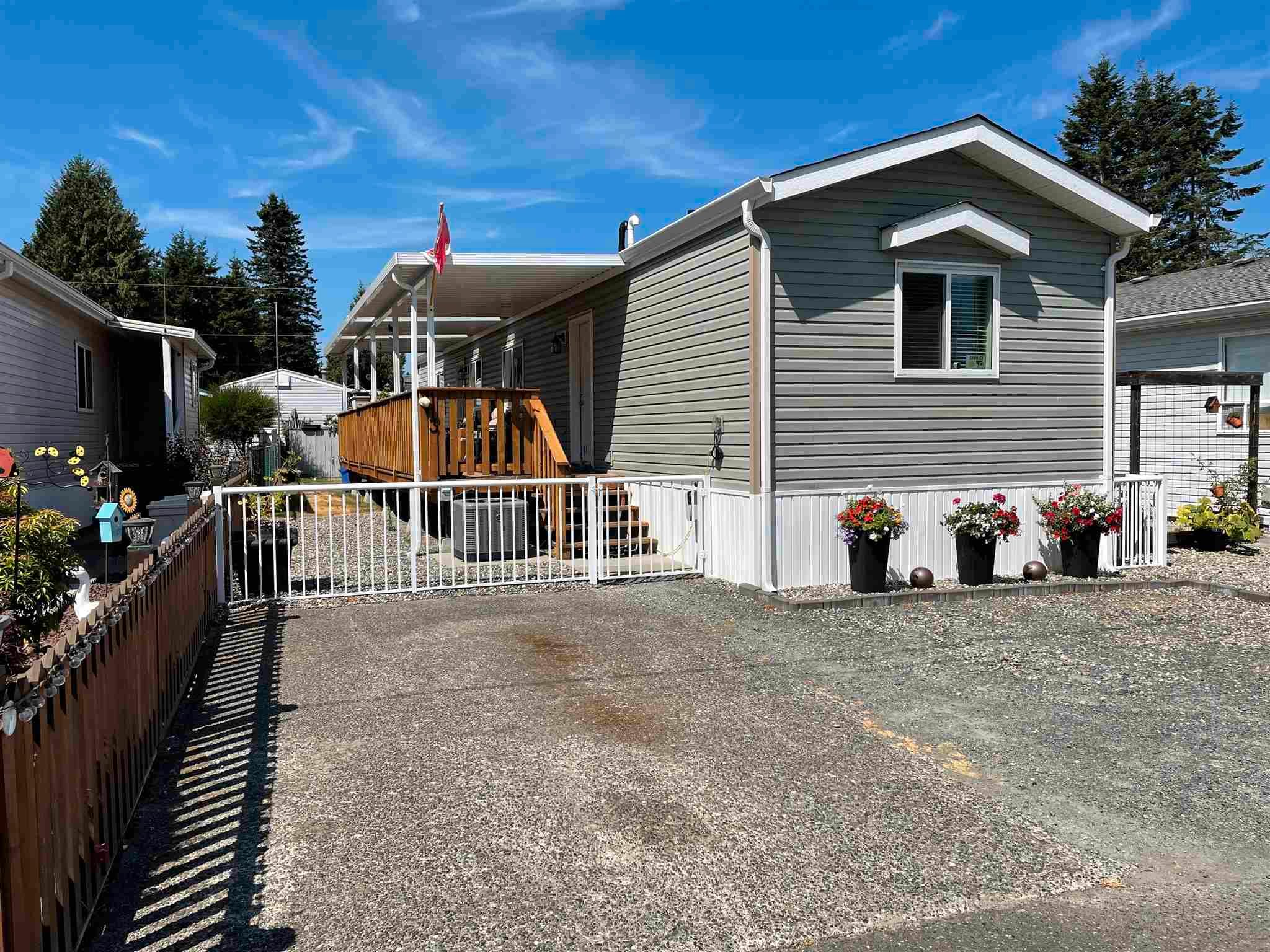 """Main Photo: 113 6338 VEDDER Road in Chilliwack: Sardis East Vedder Rd Manufactured Home for sale in """"MAPLE MEADOWS"""" (Sardis)  : MLS®# R2604784"""