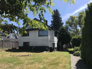 Photo 1: 449 E 15TH Street in North Vancouver: Central Lonsdale House for sale : MLS®# R2424448