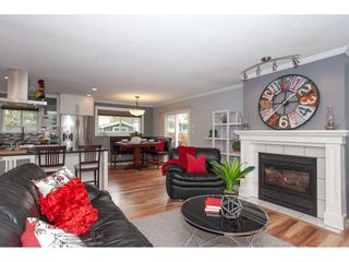 Photo 3: 18096 61 Avenue in Surrey: Cloverdale BC House for sale (Cloverdale)  : MLS®# R2312277