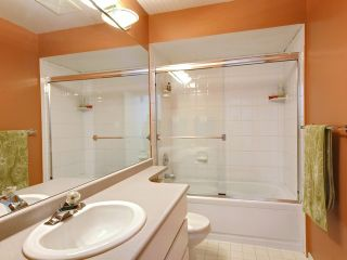 Photo 10: 753 W QUEENS RD in North Vancouver: Delbrook Townhouse for sale : MLS®# V1098694