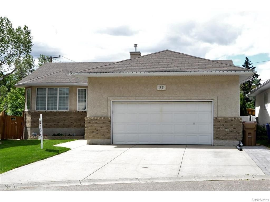 Main Photo: 27 CASTLE Place in Regina: Whitmore Park Residential for sale : MLS®# SK615002