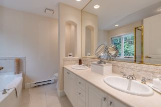 """Photo 13: 44 3405 PLATEAU Boulevard in Coquitlam: Westwood Plateau Townhouse for sale in """"Pinnacle Ridge"""" : MLS®# R2374216"""