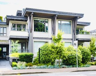 """Photo 1: 200 2432 HAYWOOD Avenue in West Vancouver: Dundarave Condo for sale in """"THE HAYWOOD"""" : MLS®# R2531001"""