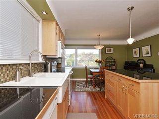 Photo 3: 2544 Shakespeare St in VICTORIA: Vi Oaklands House for sale (Victoria)  : MLS®# 702411